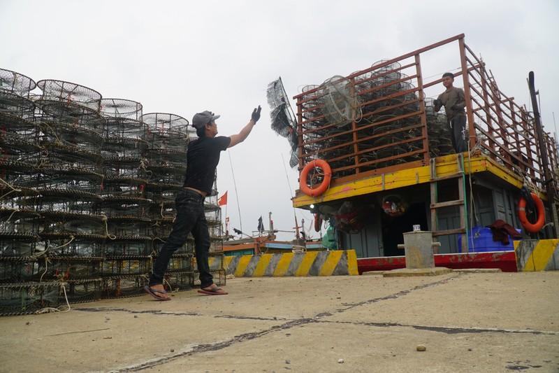 Ngư dân Quảng Bình sẵn sàng đón bão - ảnh 1