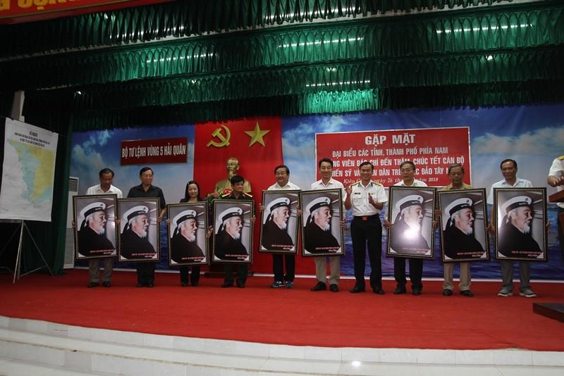 Các tỉnh thành phía Nam chúc tết Vùng 5 Hải quân - ảnh 2