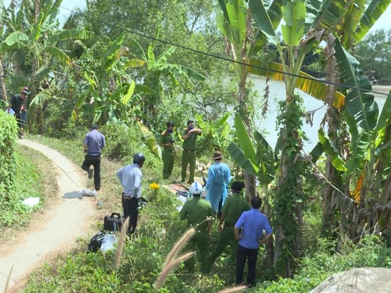Thi thể nữ mặc áo khoác xanh dưới chân cầu Vĩnh Long - ảnh 1