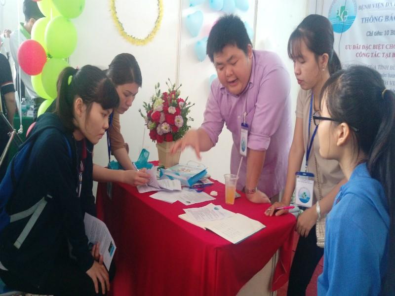 Ngày hội việc làm tại Trường ĐH Y Dược Cần Thơ - ảnh 2