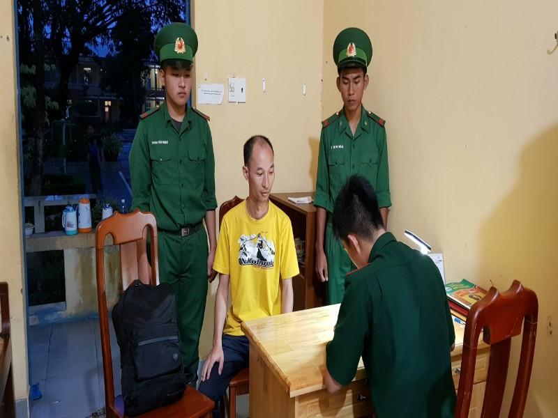 Biên phòng Hà Tiên bắt giữ kẻ bị truy nã trốn qua biên giới - ảnh 1