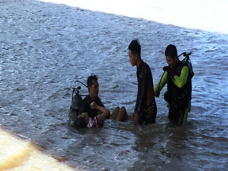 Tìm thấy thi thể thiếu nữ nghi nhảy cầu tử vong - ảnh 1