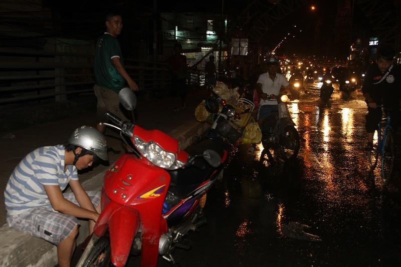 Triều cường cao, nhiều đường ở TP Cần Thơ ngập nặng - ảnh 4