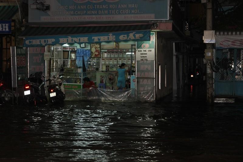 Triều cường cao, nhiều đường ở TP Cần Thơ ngập nặng - ảnh 5