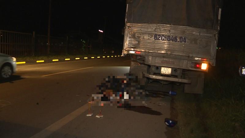 Tông đuôi xe tải, 2 công nhân tử vong tại chỗ - ảnh 1