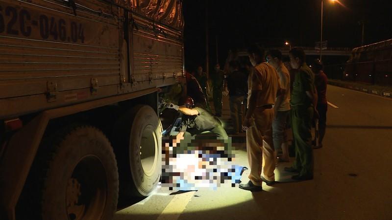 Tông đuôi xe tải, 2 công nhân tử vong tại chỗ - ảnh 2