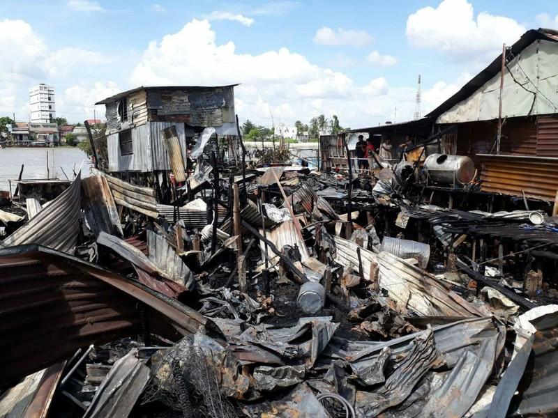Hỗ trợ cho 5 hộ dân bị cháy nhà cạnh chợ nổi Cái Răng - ảnh 2