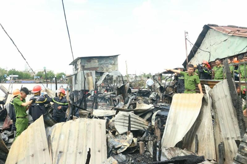 Hỗ trợ cho 5 hộ dân bị cháy nhà cạnh chợ nổi Cái Răng - ảnh 1