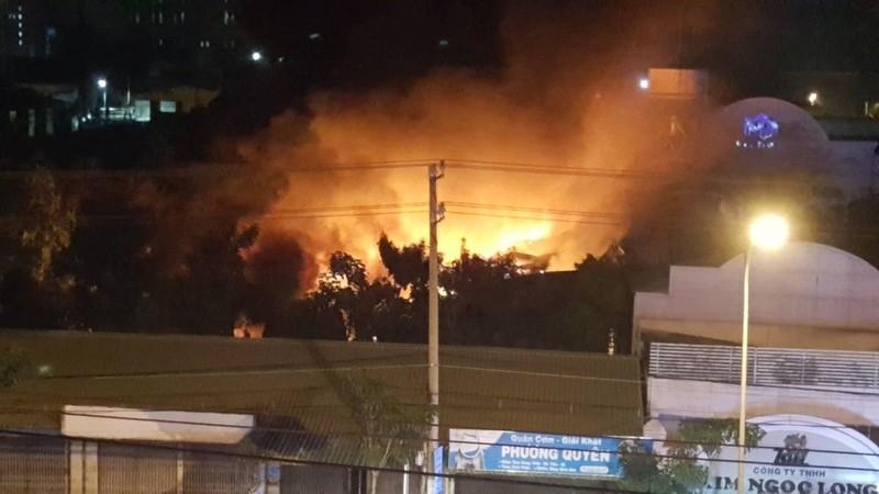 Vụ cháy ở KCN Trà Nóc: Bảo vệ thành công bồn dầu 4.000 lít - ảnh 2
