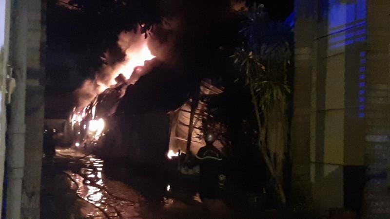 Vụ cháy ở KCN Trà Nóc: Bảo vệ thành công bồn dầu 4.000 lít - ảnh 1