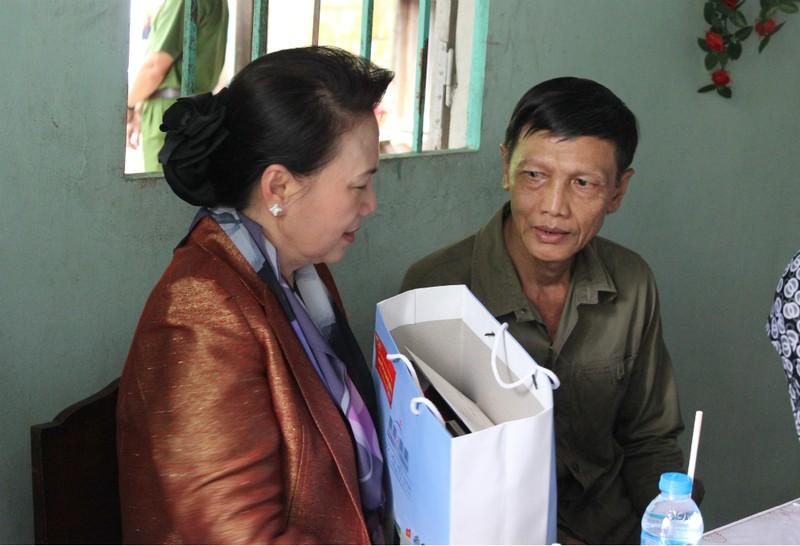 Chủ tịch Quốc hội thăm và tặng quà Tết tại Cần Thơ - ảnh 1
