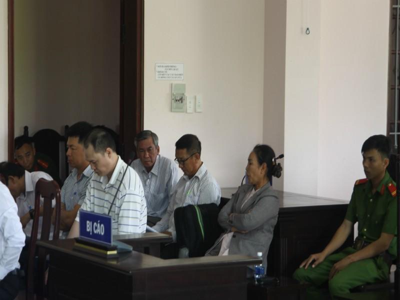Ban lãnh đạo công ty Lương thực Hậu Giang cùng hầu tòa - ảnh 1