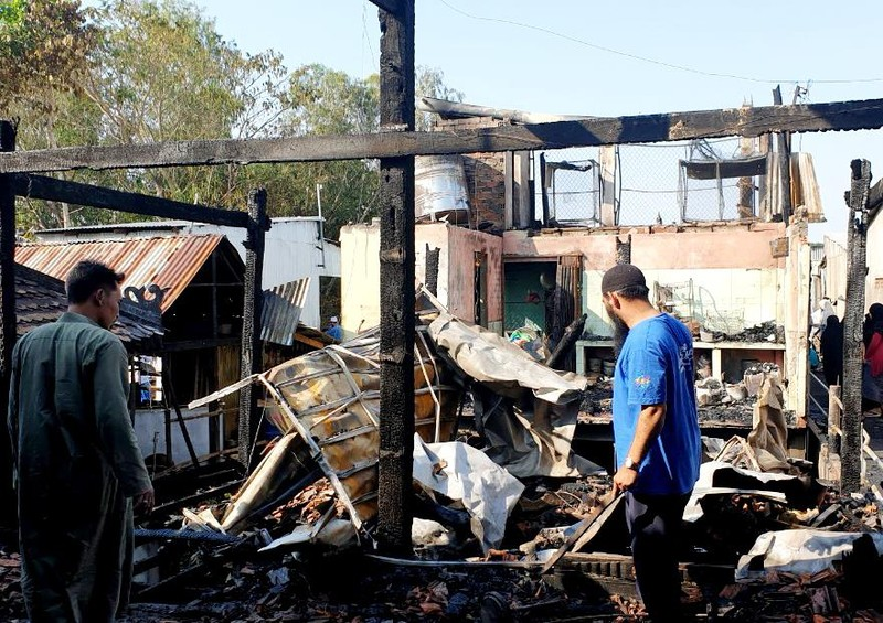 Cháy ở làng Chăm, thiêu rụi 4 căn nhà  - ảnh 1