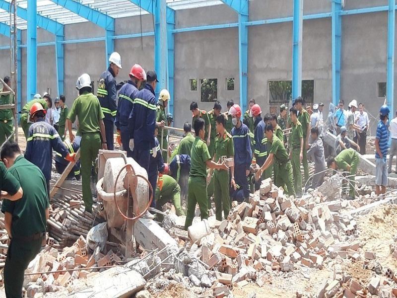 Khởi tố vụ án sập tường làm 6 người chết ở Vĩnh Long - ảnh 1