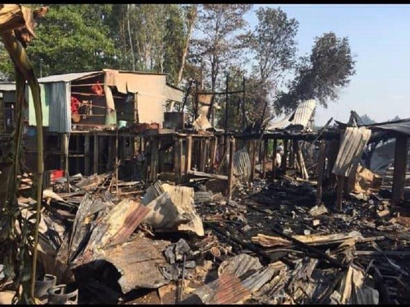 Cháy 13 căn nhà ở An Giang nghi do đốt đồng - ảnh 1