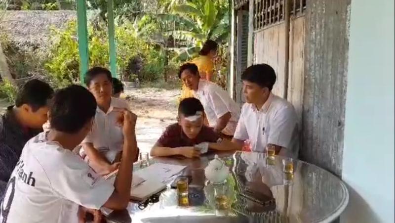 Vĩnh Long: Học sinh lớp 7 bị bạn đánh chảy máu đầu - ảnh 2
