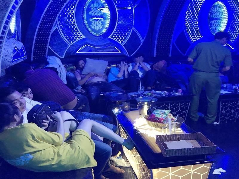 Gần 100 người dương tính với ma túy trong quán karaoke - ảnh 2