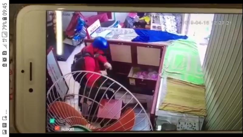 1 tiệm vàng bị cướp tấn công giữa trưa  - ảnh 1