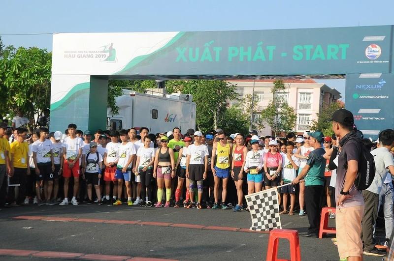 Hơn 4.000 người chạy Marathon chống biến đổi khí hậu - ảnh 1