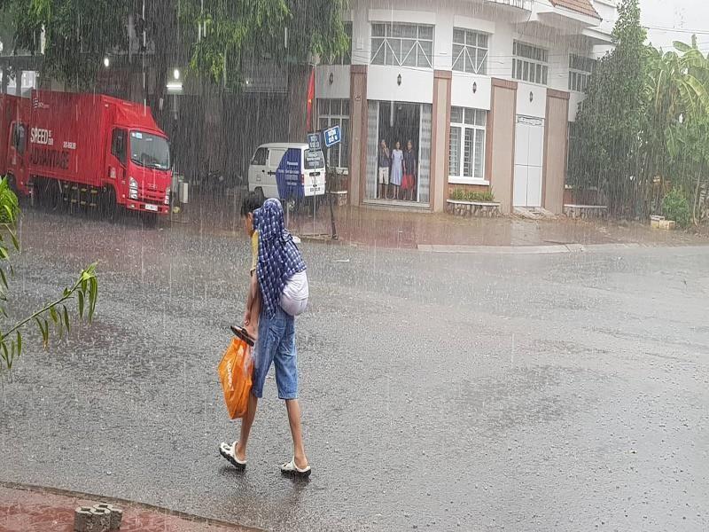 """Cơn mưa """"vàng"""" đã giải nhiệt cho người dân Cần Thơ - ảnh 2"""