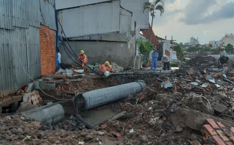 Cột điện gãy đè chết công nhân thi công đường ống cống - ảnh 1
