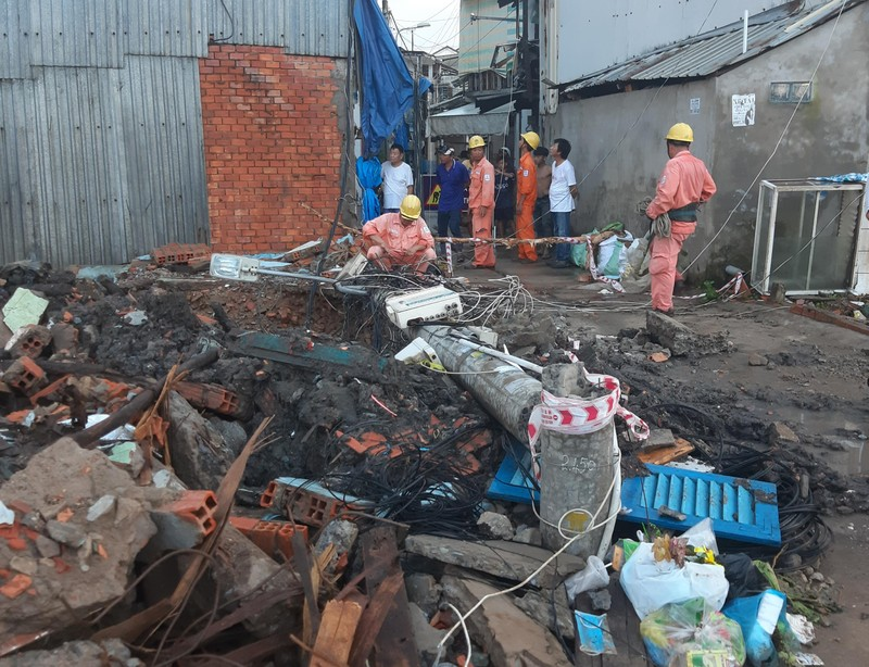 Cột điện gãy đè chết công nhân thi công đường ống cống - ảnh 2