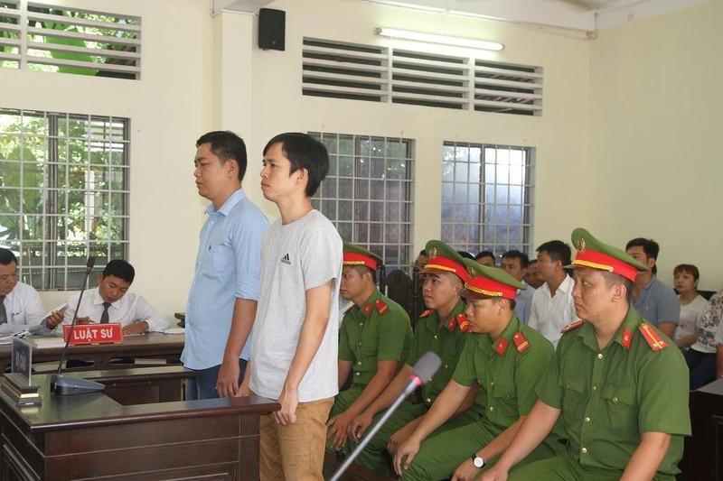 Đề nghị phạt 2 cựu công an viên đánh người cao nhất 9 năm tù - ảnh 2