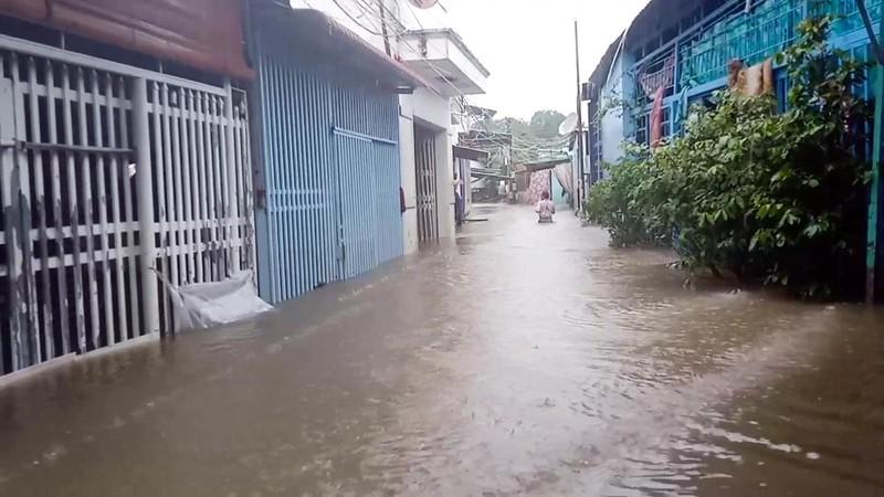 Cận cảnh đảo ngọc Phú Quốc bị nhấn chìm trong nước - ảnh 1