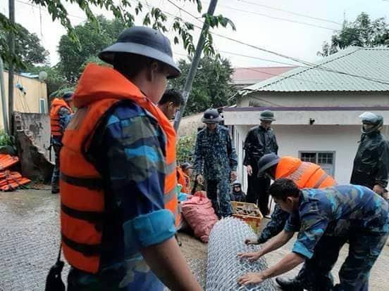 Vùng 5 Hải quân giúp dân Phú Quốc vượt đại hồng thủy - ảnh 6