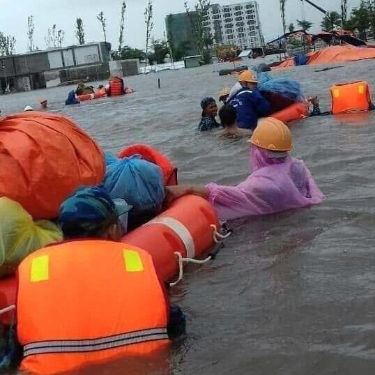 Vùng 5 Hải quân giúp dân Phú Quốc vượt đại hồng thủy - ảnh 1