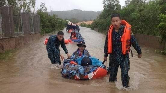 Vùng 5 Hải quân giúp dân Phú Quốc vượt đại hồng thủy - ảnh 2