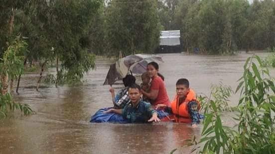 Vùng 5 Hải quân giúp dân Phú Quốc vượt đại hồng thủy - ảnh 8