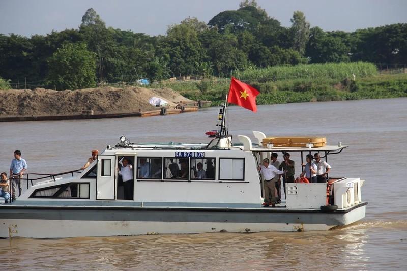 Phó Thủ tướng Trương Hòa Bình khảo sát điểm sạt lở QL91 - ảnh 2