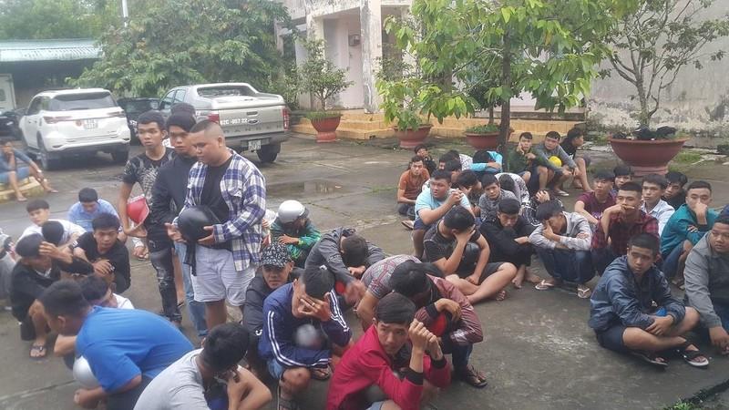 Hậu Giang: 140 thanh niên đua xe trên QL1A bị bắt giữ - ảnh 1
