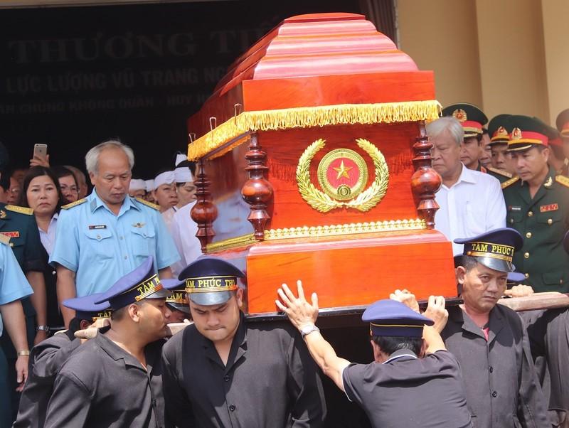 Anh hùng phi công Nguyễn Văn Bảy ngủ yên trong lòng đất mẹ - ảnh 1