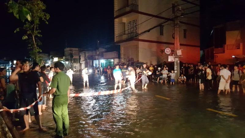 Cần Thơ: Nước ngập đường, 1 phụ nữ rơi xuống hồ mất tích - ảnh 3