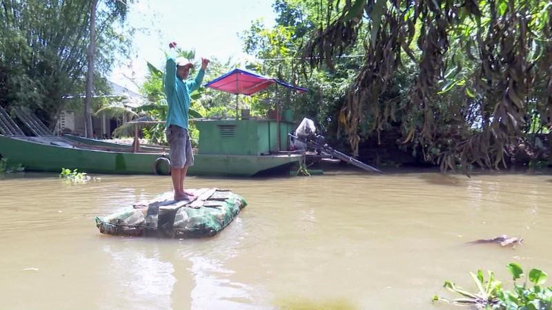 Độc đáo bè qua sông làm bằng vỏ chai thuốc bảo vệ thực vật - ảnh 8