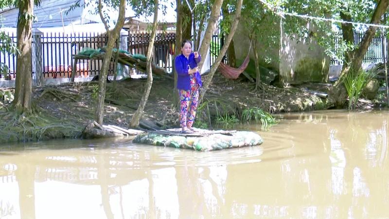 Độc đáo bè qua sông làm bằng vỏ chai thuốc bảo vệ thực vật - ảnh 7
