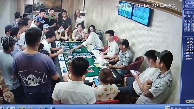 27 người đánh bạc bên trong OV Club ở Cần Thơ - ảnh 2