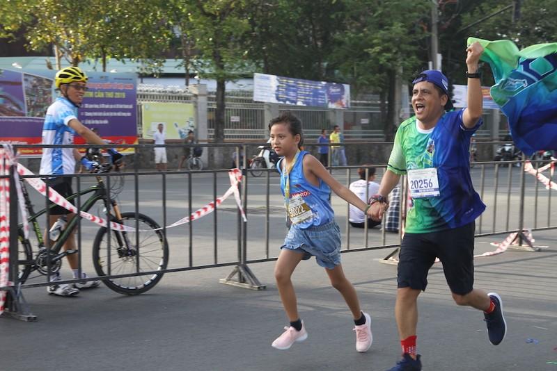 2000 người vừa chạy marathon vừa ngắm cảnh đẹp Cần Thơ  - ảnh 3