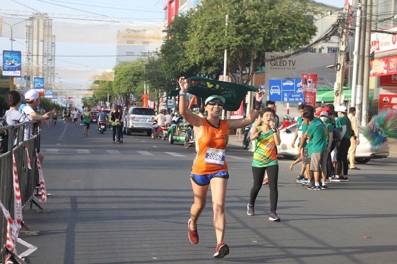 2000 người vừa chạy marathon vừa ngắm cảnh đẹp Cần Thơ  - ảnh 1