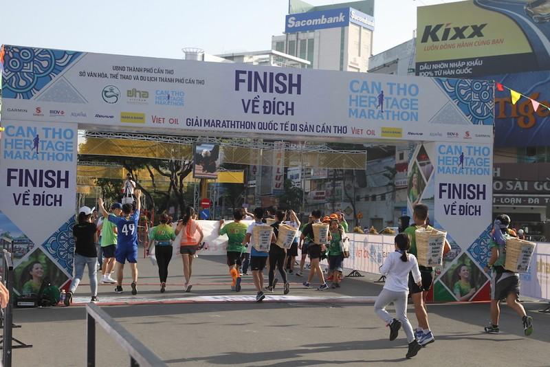 2000 người vừa chạy marathon vừa ngắm cảnh đẹp Cần Thơ  - ảnh 5