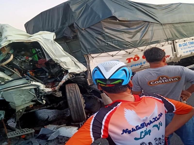 Ô tô tải chạy sau tông vào xe cùng chiều, 1 tài xế tử vong - ảnh 1
