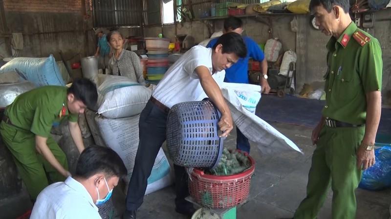 Bắt quả tang cơ sở sản xuất đồ chay sử dụng hàn the - ảnh 1