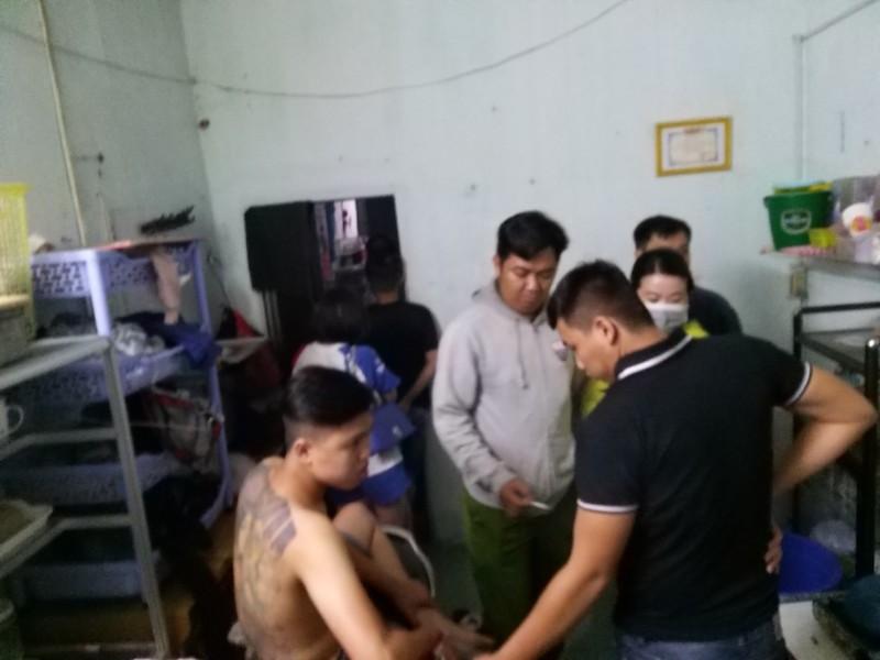 Vĩnh Long: Nhóm thanh niên chơi ma túy ở quán karaoke  - ảnh 1