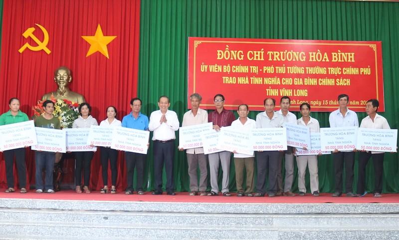 Phó Thủ tướng Trương Hòa Bình tặng nhà tình nghĩa ở Vĩnh Long - ảnh 1