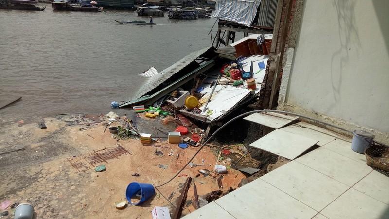 Sạt lở gần chợ nổi Cái Răng, 5 hộ dân phải rời khỏi nhà - ảnh 2