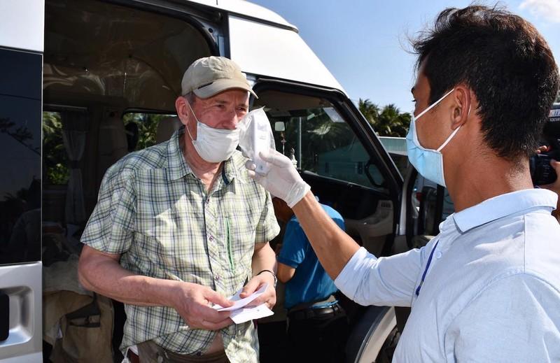 Trà Vinh: Lập 4 chốt kiểm tra y tế phòng ngừa dịch COVID-19 - ảnh 4