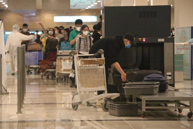 Chuyến bay chở 164 người từ London hạ cánh sân bay Cần Thơ - ảnh 1