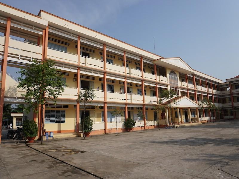 Vĩnh Long: Học sinh lớp 9 và 12 đi học lại từ ngày 27-4 - ảnh 1